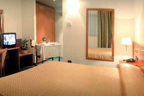 hotel+ticket4